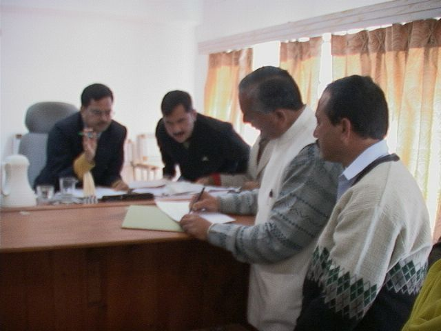 tulsiram-filing-his-nomination-papers2.jpg