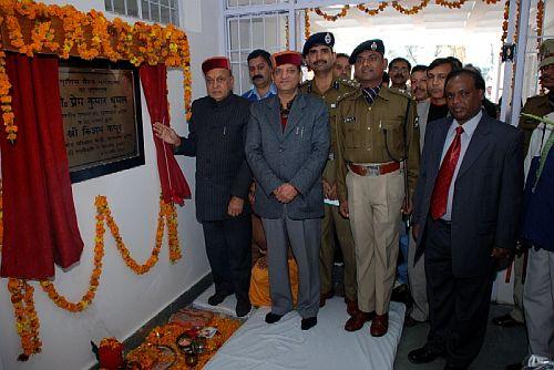 Dhumal dedicates Police Barracks to Kangra