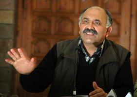 Kuldip Tanwar talking to the media