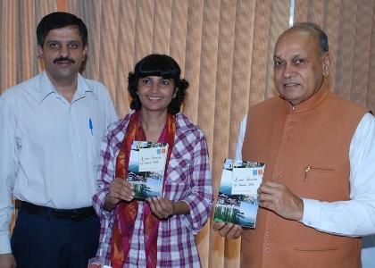 CM Dhumal releashing Minakshi's book 'Love stories of Shimla Hills'