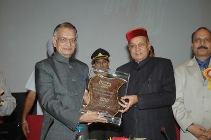 CM Dhumal receiving the Award