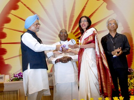 Sarojini Ganju Thakur, additional chief secretary, receiving the award from Prime Minister