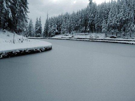 Mountain lakes freeze - Photo by Mohit Makhaik