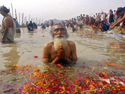 Sadhus oppose Ministers plan to stop Ganga rituals