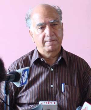 Shanta Kumar Takes Government To Task Over Inn At Tanda Medical College Kangra