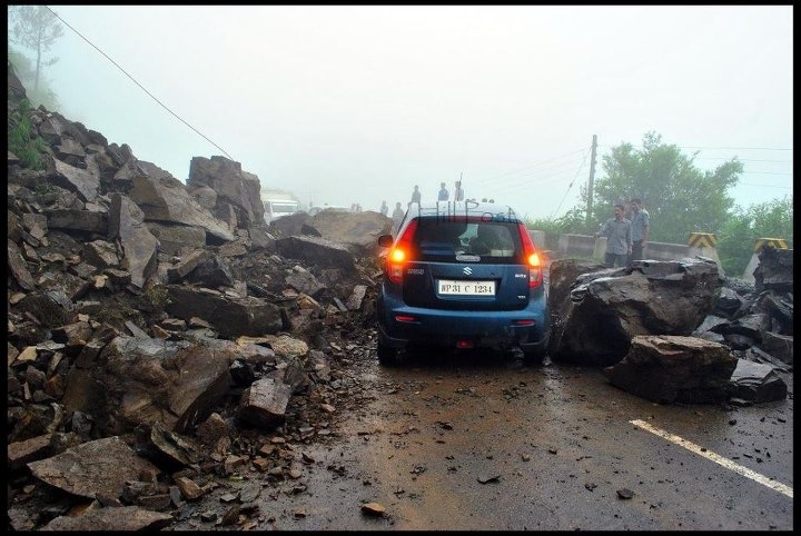 Landslides in Himachal Pradesh, Roads Blocked