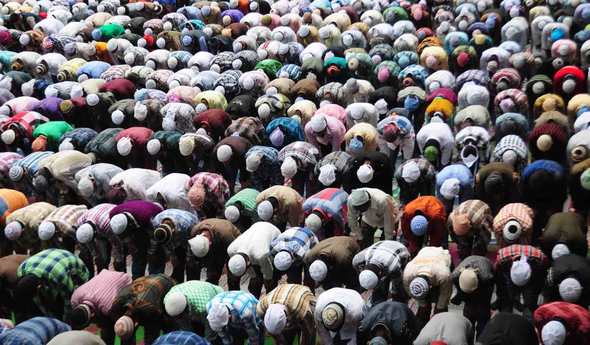 Muslims offer prayers during Eid-al-Fitr in the northern hill town of Shimla August 20, 2012