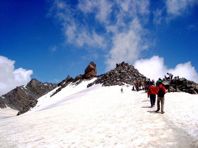 Pic 11 - Shrikhanda Mahadev rising from behind the boulders