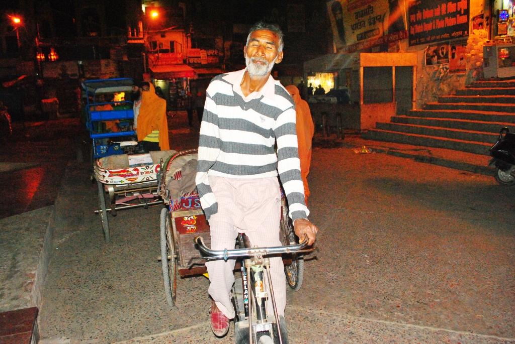 Bilaa Rickshaw Puller One Hand Amritsar