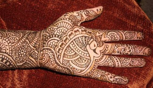 Mehndi Henna Side Effects : Mehndi may cause serious skin infection and other side