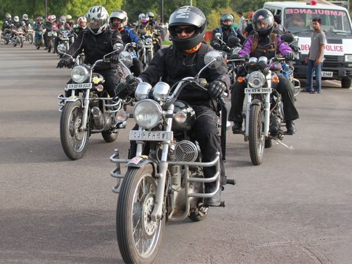 100 bikers take on the mighty Himalayas_3