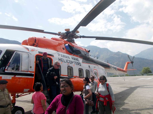 Tourist airlifed from Kinnaur de-board a helicopter