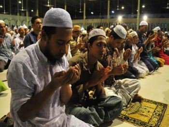 Thousands of Muslims across Kashmir observe 'Shab-e-Qadr'!