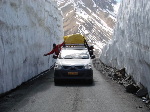 Army engineers throw open Manali-Leh road for vehicular traffic