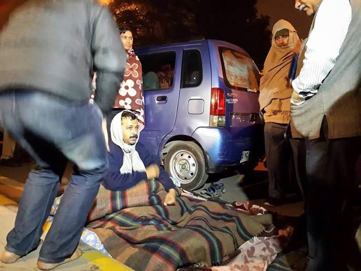 Kejriwal fighting the Central Government on Delhi streets