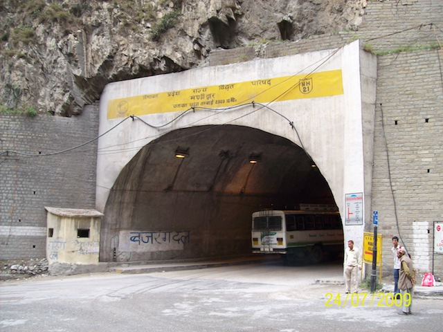 Tunnel To Kullu Manali Turns Dangerous As Summer Traffic Rises