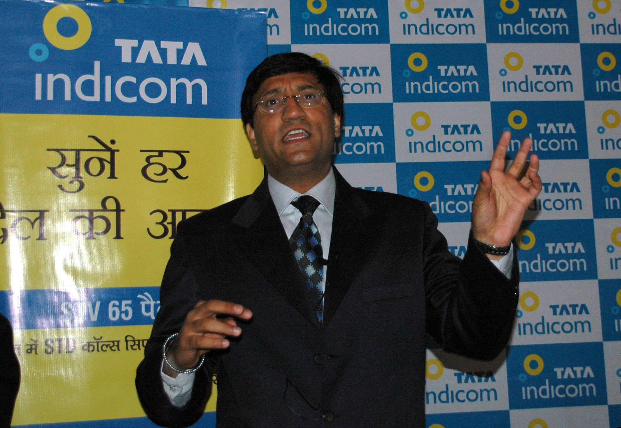 TPS Walia, Chief Operating Officer, Tata Indicom during conference in Shimla on Wednesday.  Photo By:Amit Kanwar