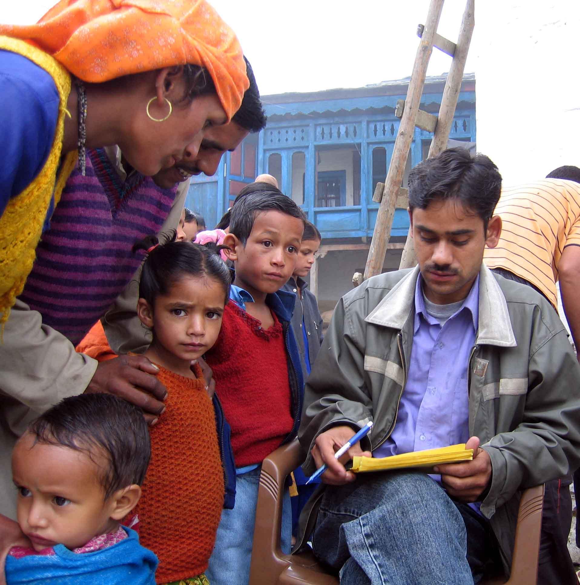 HMela-Sajwaar2006-Padam_Taking_Info.jpg