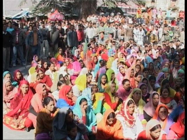 people-listening-to-bjp-leaders-in-bharmaur.jpg