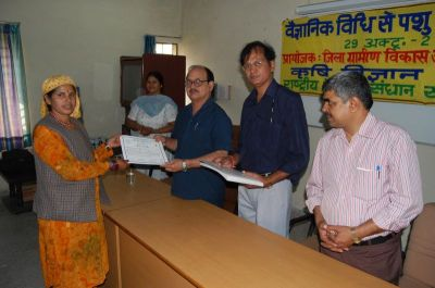Dr Sushil Kumar Giving Certificate To A Trainee