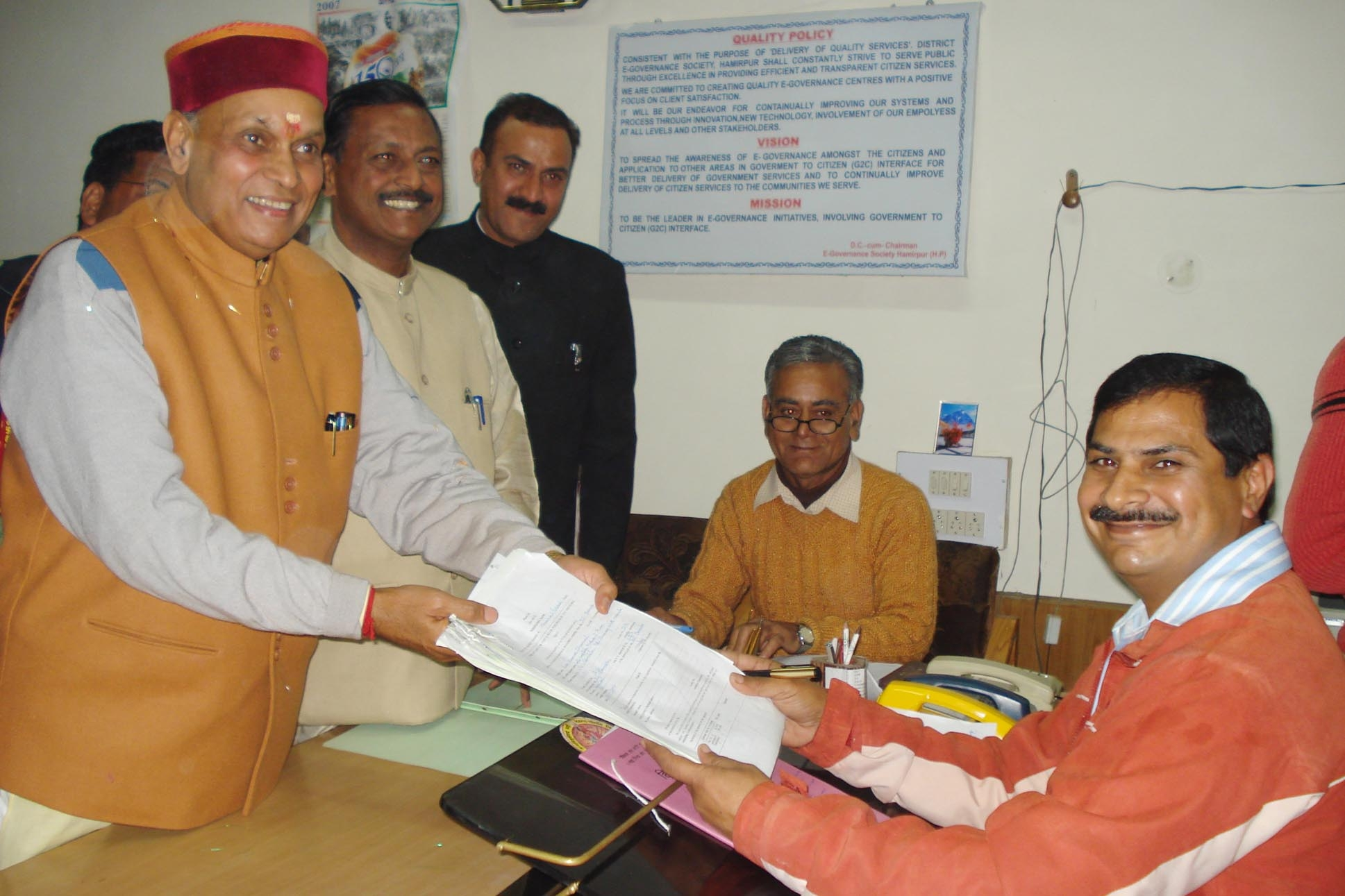 dhumal-filing-his-papers-in-hamirpur.JPG