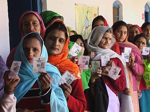 ladies with cards in Hamirpur, Himachal Pradesh