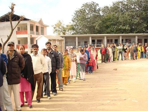 WOMEN VOTERS IN LARGE NUMBER in palmpur