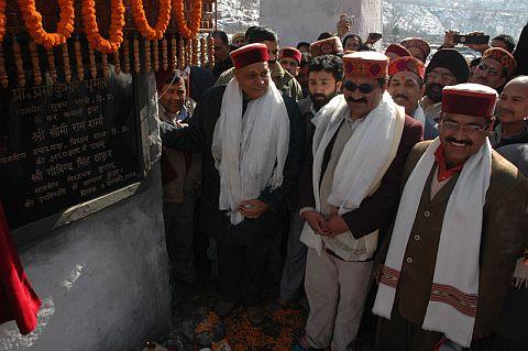 Himachal Chief Minister inaugurating a bridge at Bahnu in Manali