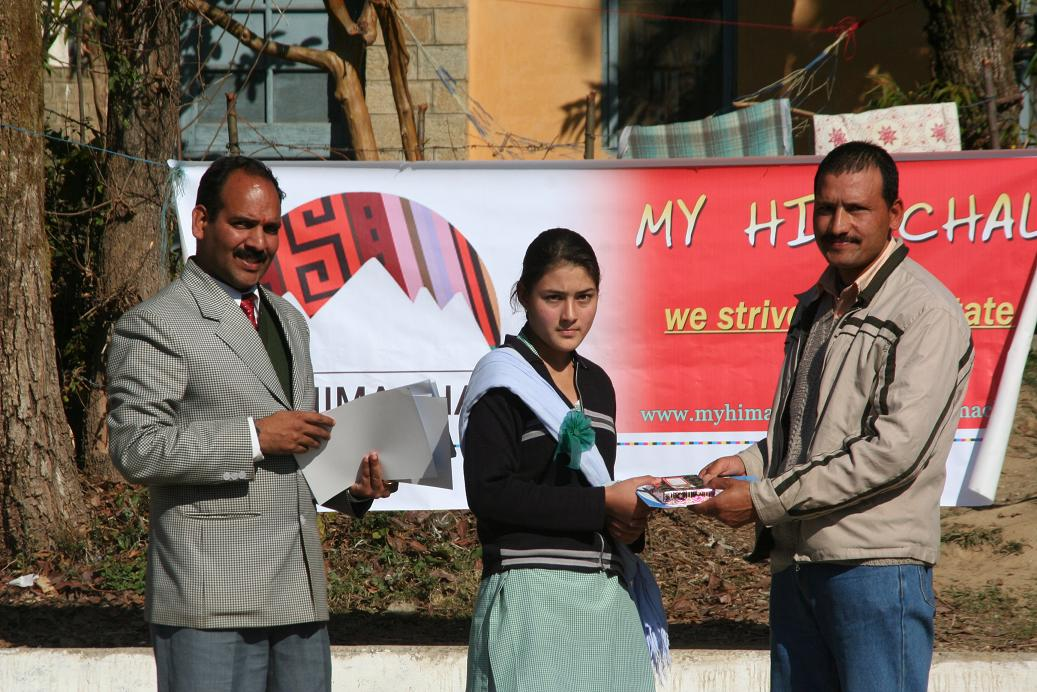debate-on-rti-at-girls-school-jogindernagar-by-censudmyhimachal-01