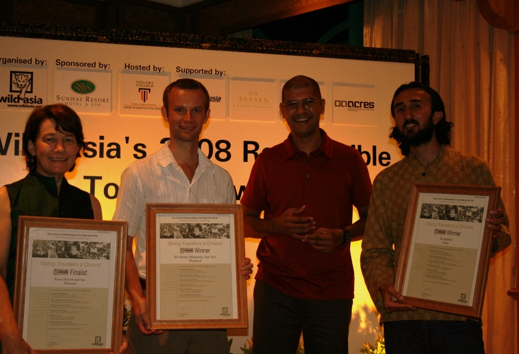 sunil-chauhan-founder-ecosphere-receiving-the-wild-asia-responsible-tourism-award-in-malaysia