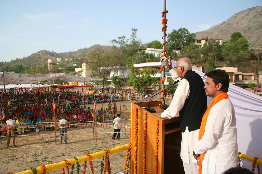 lk-aadvani-at-luhnu-stadium-02