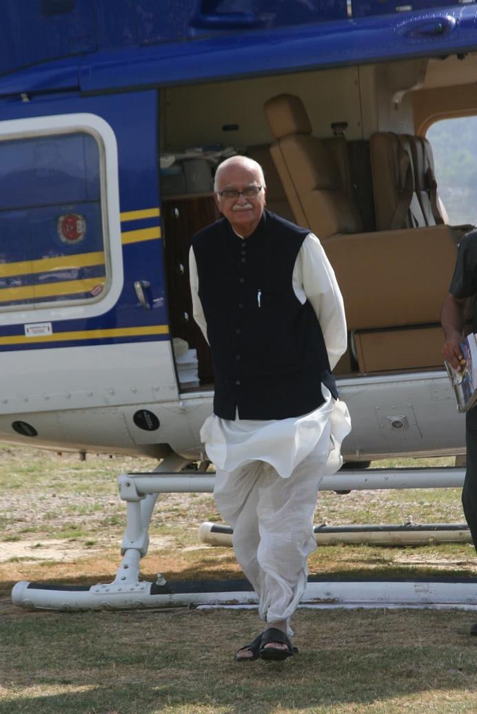 lk-aadvani-at-luhnu-stadium