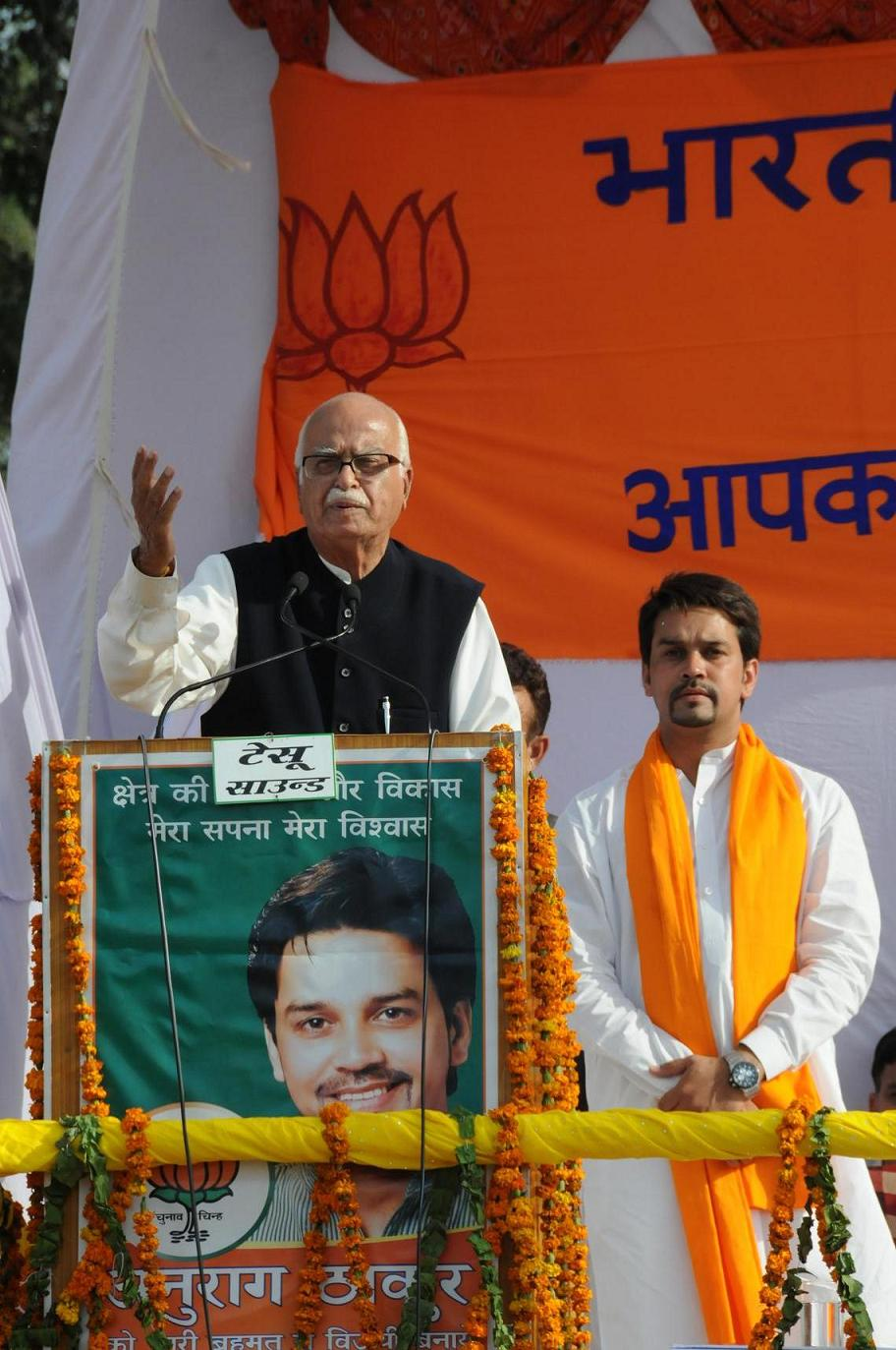 lk-advani-anuragthakur-at-luhnu-stadium02