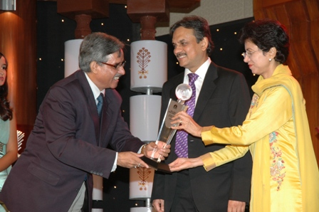 Kumari Shielja Conferring CNBC Award To Himachal Tourism's Vijay Sharma
