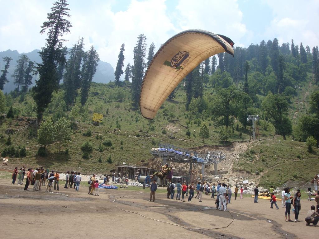 Paragliding At Solang Nala