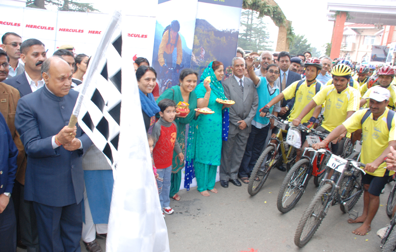 CM Flags cyclists