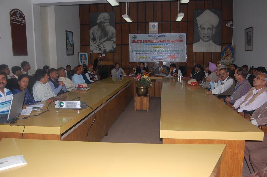 Director IIHS Prof. Vidya Sharda addressing the deligates of Seminar.