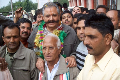 Sujjan Singh Pathania with supporter after winning Jawali bye-elections