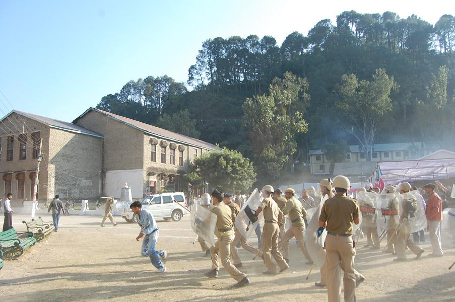 protest against DC Mandi in CM's Ralley at Mandi-04