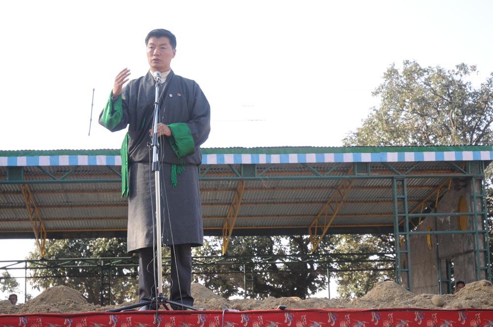 Tibetan PM walks on Tibet soil in India
