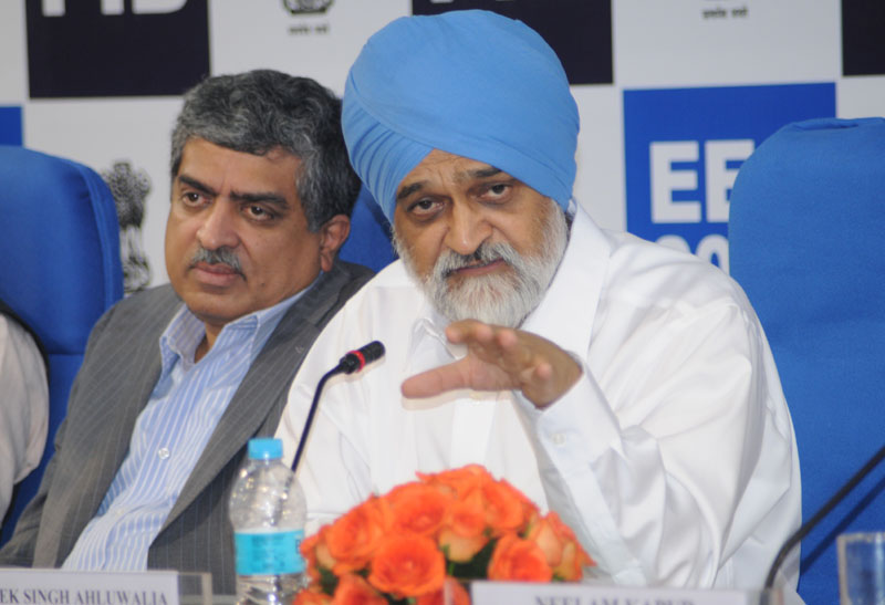 Inflation to fall below 8 percent by fiscal end: Ahluwalia