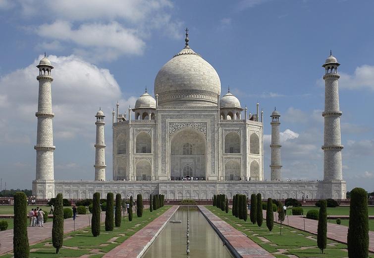 Stunning! Taj Mahal awes Tom Cruise