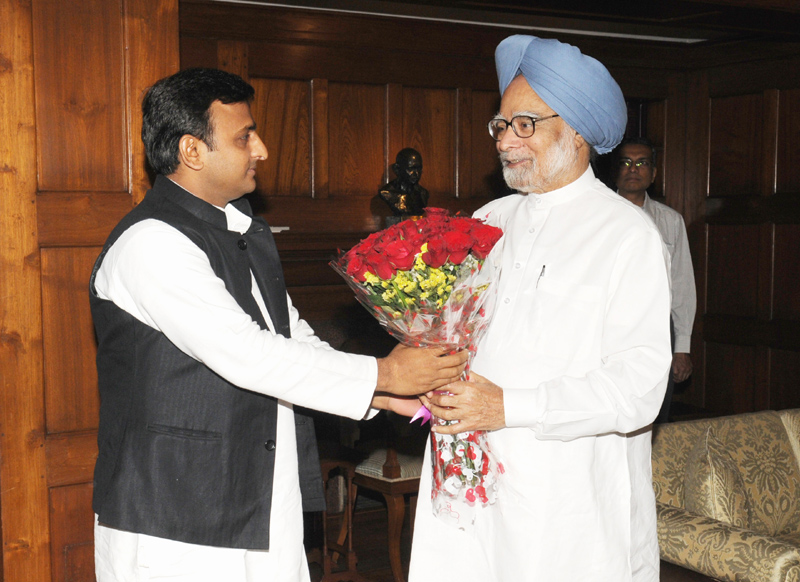 Akhilesh meets PM, seeks funds for central aided projects