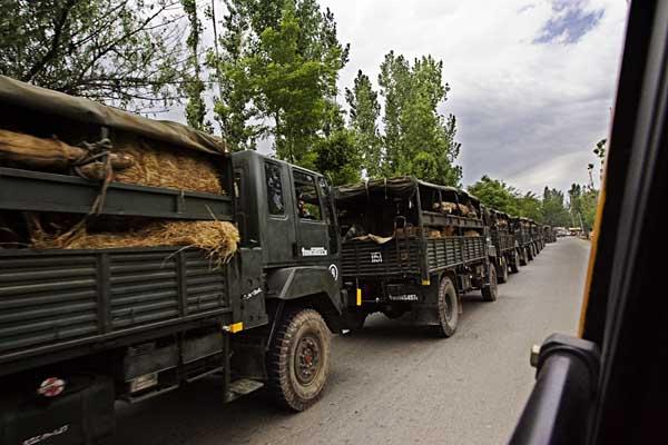 Military Convoy Srinagar Attacked Noganv
