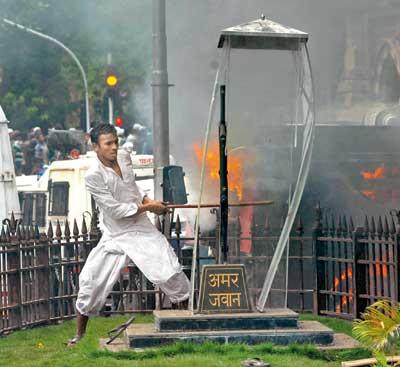 Amar_Jawan_Vandalized_Mumbai_Man_Arrested