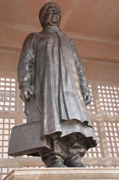 Mayawati Statue Vandalized