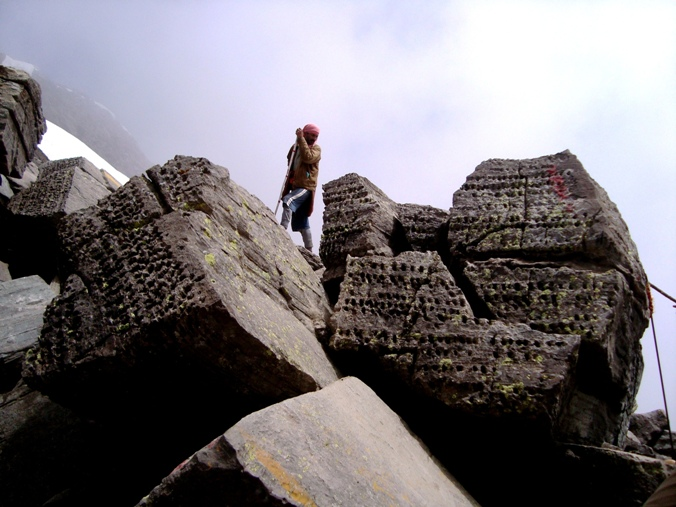 Pic 9 - Pilgrims Walking Uphill to Shrikhand Kailash in Himachal Pradesh