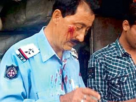 J&K Traffic Cop beat up MOhan Lal
