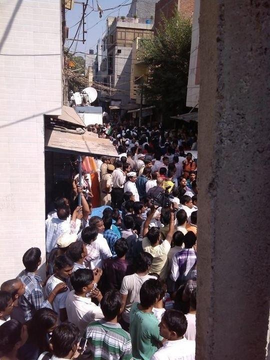 Kejriwal launches 'bijli-paani satyagraha'