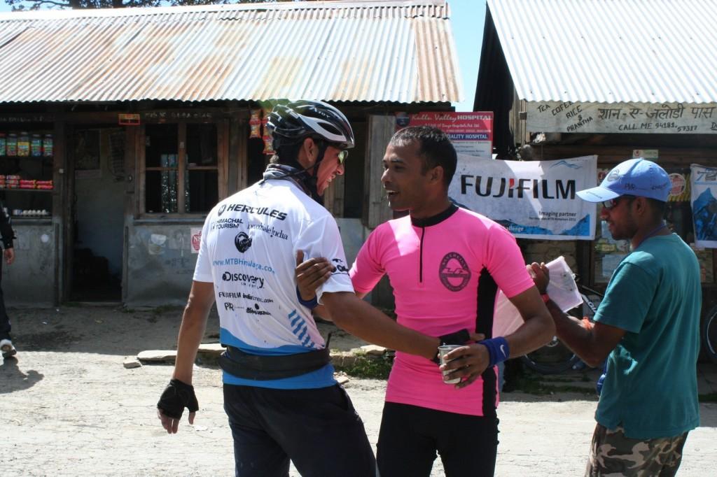 Camaraderie between riders at Jalori Pass